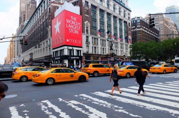 Eric taxiet Nederlanders door zijn New York